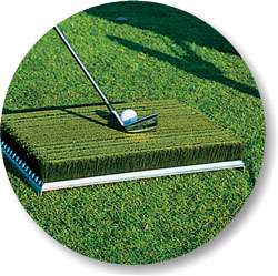 Mat in synthetic grass for golf balls