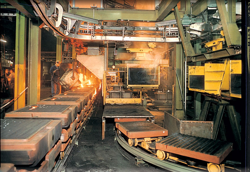 Foundry plant with carousels and moulds kept clean by SIT brushes