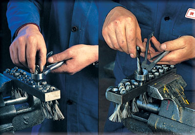 SIT User assembling an industrial brush for foundry with dedicated pliers